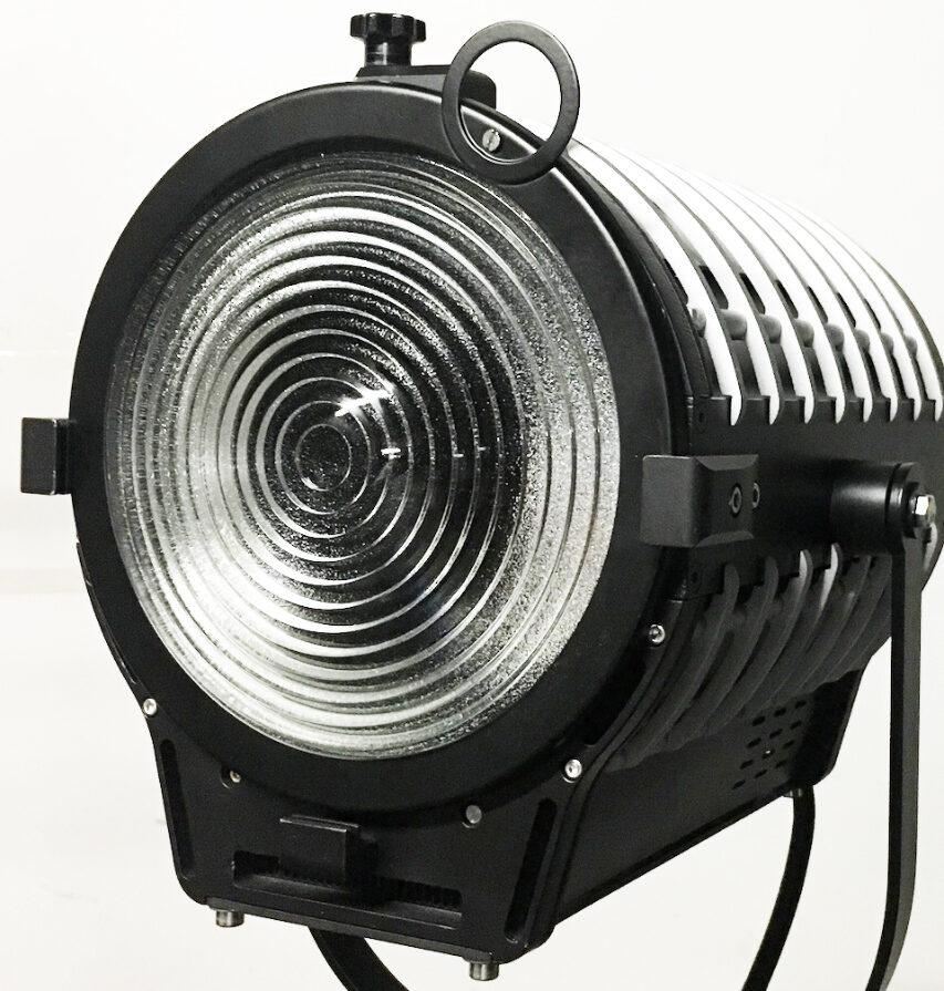 K5600 kaster sig nu også ind i LED markedet - indtil videre stadig med kraftige lamper og en enkelt 2700 til 6500